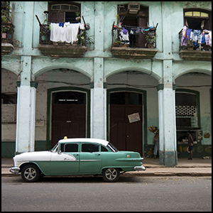 Havana by Bryan Ledgard [CC-BY-SA-2.0 (http://creativecommons.org/licenses/by-sa/2.0)], via Flickr https://flic.kr/p/nhf28N [cropped]