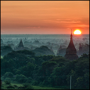 Bagan by Staffan Scherz [CC-BY-SA-2.0 (http://creativecommons.org/licenses/by-sa/2.0)], via Flickr https://flic.kr/p/aAeXsZ [cropped and processed]