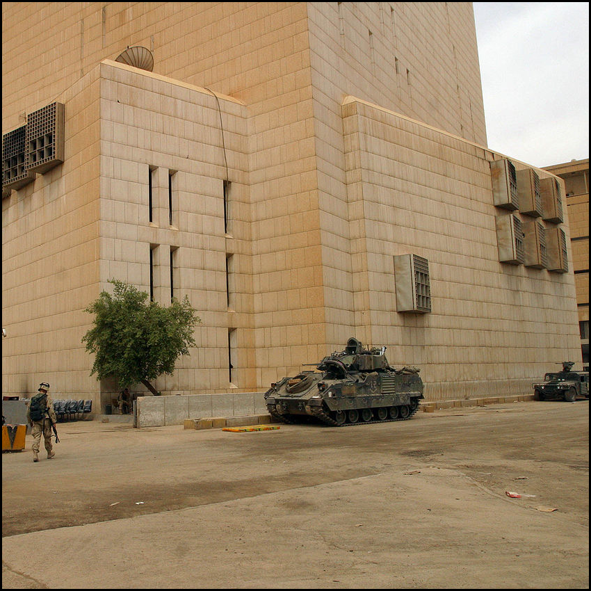 Central Bank of Iraq [Public domain], via Wikimedia Commons http://commons.wikimedia.org/wiki/File:Baghdad-bank-hires.jpg