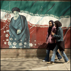 Imam Khomeini by Kaymar Adl [CC-BY-SA-2.0 (http://creativecommons.org/licenses/by-sa/2.0)], via Flickr https://www.flickr.com/photos/kamshots/515002010/ [cropped]