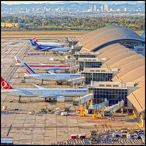 Los Angeles International Airport by Daniel Betts [CC-BY-SA-2.0 (http://creativecommons.org/licenses/by-sa/2.0)], via Flickr https://www.flickr.com/photos/redlegsfan21/13789084574 [cropped]