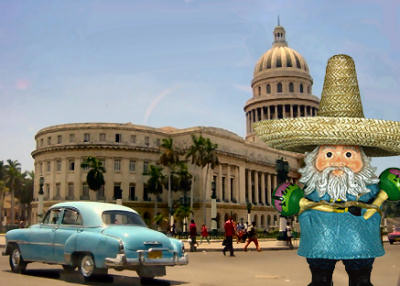 The Roaming Gnome in front of the Cuban Capitol Building