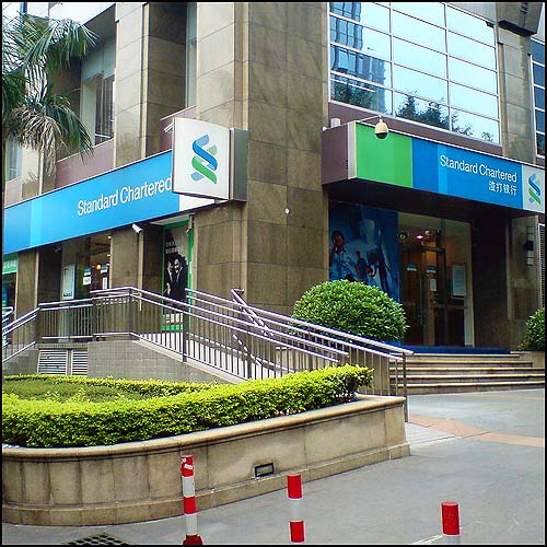 Standard Chartered Bank by Chintunglee http://commons.wikimedia.org/wiki/File:Standard_Chartered_Bank_China_in_Guangzhou_Tianhe.JPG (CC BY-SA 3.0)